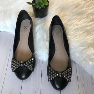 VINCE CAMUTO- Black Stud Bow Flats